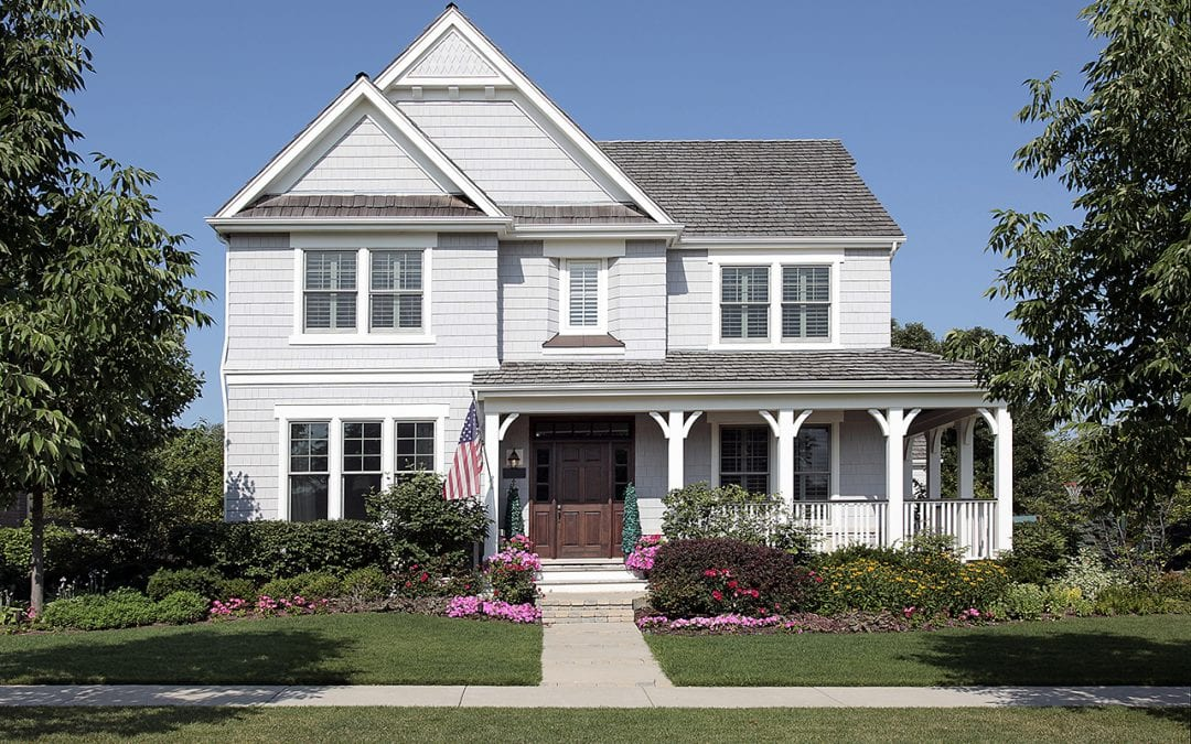 Summer Yard Maintenance: 4 Easy Ways to Maximize Curb Appeal